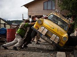 Trabant je boží auto. Potřebujete opravit něco na podvozku? Neni problém, stačí