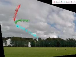 Snímek z videa Havarda Ruglanda zachycuje okamžik těsně před srážkou obou