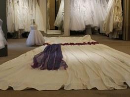 Největší svatební šaty v Česku by oblékla nevěsta s pasem 4,56 metrů.