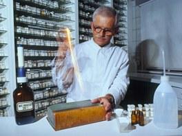 V�roba homeopatick�ch sm�s� prob�h� speci�ln�m �ed�n�m, tzv. potencov�n�m