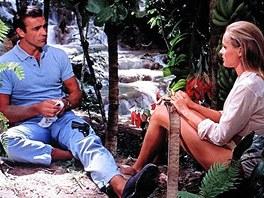 Sean Connery a Ursula Andressová během natáčení bondovky Dr. No.