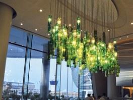 Pro hotel Yas Island navrhl Jaroslav Bejvl ml. řadu typů svítidel.