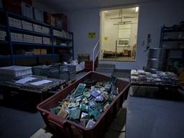 Zpracování drahých kovů v podniku Safina (22. listopadu 2012, Vestec)