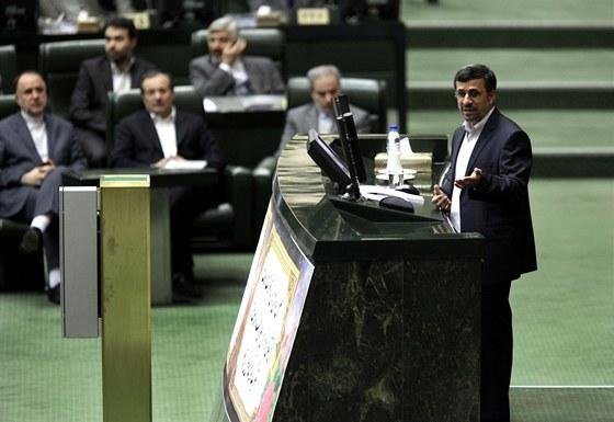 Íránský prezident Mahmúd Ahmadínežád hovoří 16. ledna 2013 v teheránském