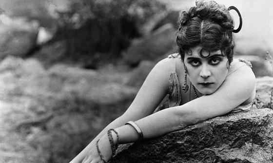 Filmov� postavy Thedy Bary byly napln�n� sexualitou.