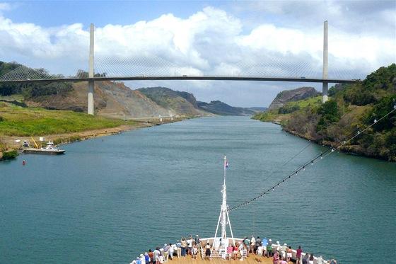 Panamsk� pr�plav s�mostem Millenium Bridge
