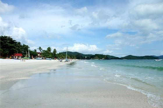 Pláž na malajském souostroví Langkawi