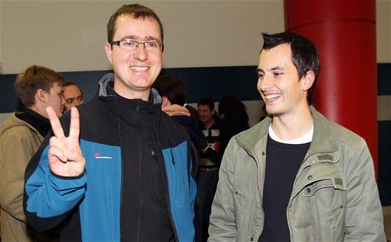 Propu�t�n� po��ta�ov� v�voj��i Ivan Buchta (vlevo) a Martin Pezlar p�ilet�li ve