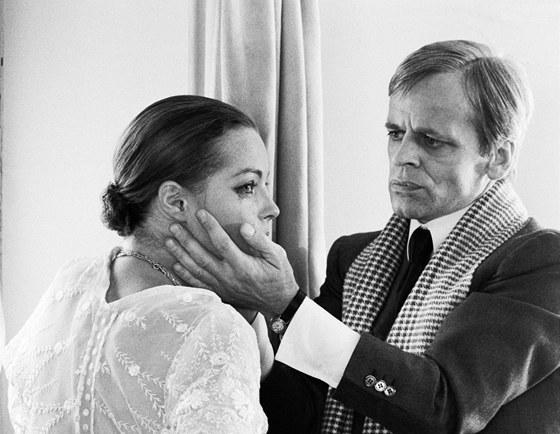 Klaus Kinski a Romy Schneider ve filmu D�le�it� je milovat