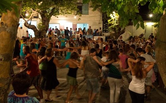 Folklorní tradiční slavnosti panigiri na ostrově Ikaria