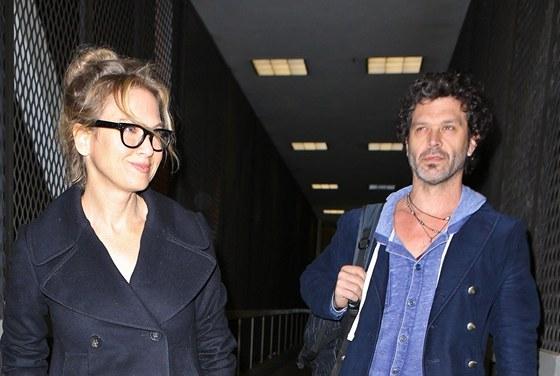 Renée Zellwegerová a Doyle Bramhall II (19. prosince 2012)