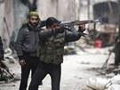 Bojovníci Syrské osvobozenecké armády v Aleppu (10. ledna 2013)