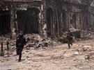 Bojovníci loajální prezidentovi Bašáru Asadovi v Aleppu (10. ledna 2013)