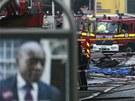 Následky havárie vrtulníku v londýnské čtvrti Vauxhall (16. ledna 2013)