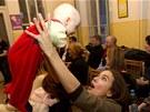 Fotografie herečky Terezy Voříškové s pětiměsíční Haničkou vynesla v aukci