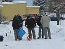 Vyšetřovatelé na místě neštěstí v Českých Velenicích (19. ledna 2012).