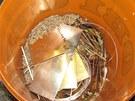 Zlato nalezen� v n�dob� se zrn�m u podez�el�ho z loupe�e ve zlatnictv� v Praze