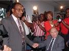 James Hood a George Wallace si v roce 1996 potřásli rukama