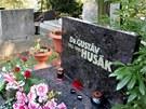 GUST�V HUS�K (10.1. 1913 - 18.11. 1991) Bratislava, h�bitov D�bravka