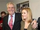 Spokojený Miloš Zeman se se svou dcerou Kateřinou radují z postupu do druhého