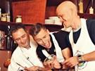 Slavní v maléru - zpěváci Thomas Puskailer a David Bísek s kuchařem a