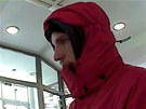 Záznam muže, který se neúspěšně pokusil vyloupit spořitelnu v Havířově-Šumbarku.