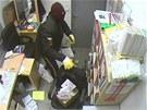 Zloději v kanceláři čerpací stanice byli hodně neurvalí.