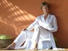 Spisovatleka Sylva Lauerová v meditačním pavilonu.