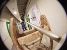 V univerzitním kampusu v Bohunicích vyměňují řemeslníci vadné pozinkované...