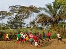Utk�n� sKarlem Poborsk�m neberou Kamerunci na lehkou v�hu. Poctiv� tr�nuj�.