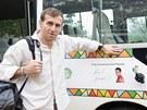 Karel Poborsk� u Toulav�ho autobusu p�ed dvoudenn� cestou ze Ze Somalomo do...