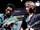 Eric Clapton, vpravo, s jedním ze svých vzorů, bluesovým kytaristou Buddym