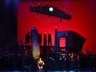 Z opery Vladimíra Franze podle románu Karla Čapka Válka s mloky ve Státní opeře
