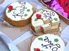 Jako na každé správné oslavě, musel být i na té medvědí dort. A to hned třikrát.