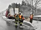 Hromadn� nehoda dvaceti voz� na 292. kilometru rychlostn� silnice R35. M�sto