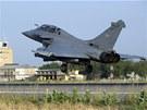Francouzský letoun přistává po misi v Mali na základně v Čadu.