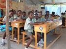 Nové lavice mají školáci díky charitativnímu eshopu společnosti Člověk v tísni