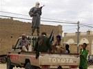 Islamist� z Ansar Dine (na sn�mku) ovl�daj� zejm�na sever Mali. Za�ali ale