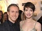 Adam Shulman a Anne Hathawayová (10. ledna 2013)