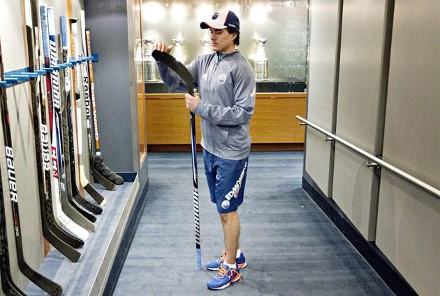 Nail Jakupov, mladý talentovaný Rus, na kterého jsou hodn� zv�daví v Edmontonu.