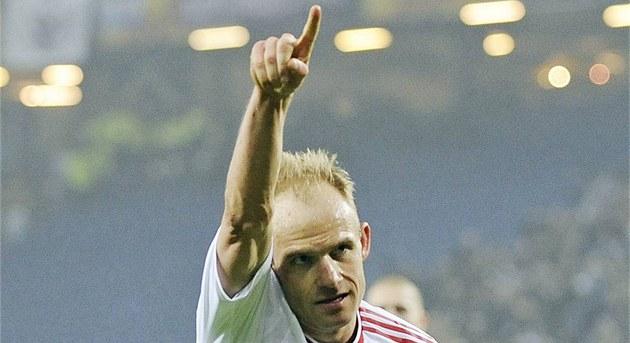 3:1. David Jarolím z Hamburku slaví branku v zápase Evropské ligy s...