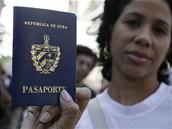 Reformy Ra�la Castra jsou �anc� pro tis�ce Kub�nc�, jak se pod�vat za hranice