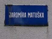 Uliční cedule pojmenovaná po bývalém komunistickém funkcionáři v Ostravě-Dubině.