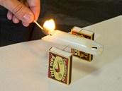 Opatrně svíčku zapal na obou koncích.