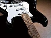 Claptonova slavná kytara Fender Stratocaster, zvaná Blackie (z knihy Chris...