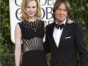 Nicole Kidmanov� v �ern�ch �atech se zlat�mi detaily zna�ky Alexander McQueen