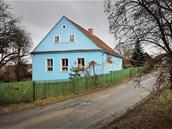 Vladimír Franz. Na chalupě v Dožicích žije půl roku v letní sezoně. Maluje tam...