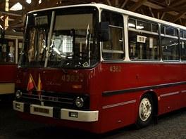 V roce 1987 měl Dopravní podnik v evidenci 310 autobusů Ikarus. Dnes má jen