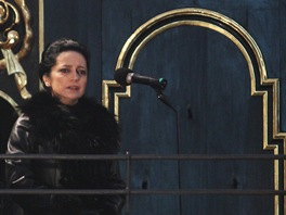 Na z�du�n� m�i za here�ku Ji�inu Jir�skovou zp�vala Lucie B�l� (Praha, Chr�m