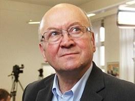 Europoslanec za KSČM Vladimír Remek, první československý kosmonaut, sleduje